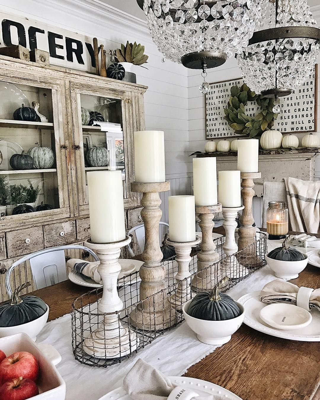 Thankful that the changing season has inspired me to decorate our home even though it's under construction. Our farmhouse is looking pretty cozy these days... at least little parts of it. I'll be blogging this simple fall tablescape this week with all the sources & details. Happy Sunday!❤️#whitecottagefarm [source of lights on the blog- link in my profile]
