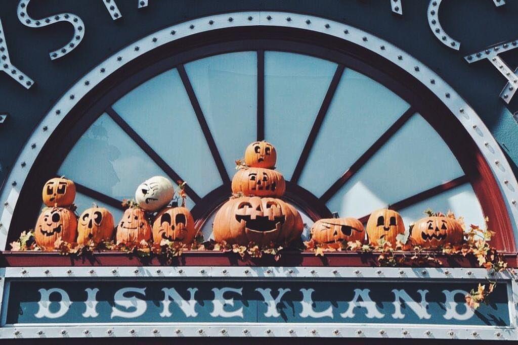 Currently missing Halloween time!    #disneyland #disneyland60 #60dazzlingyears #60thanniversary #60thcelebrationdisneyland #dlr #disneylandresort #ALdisney #2k16 #disneyside #stepintothemagic #thissummerislit #Diamondcelebration #mylifeislit #ilovemylife #makingmemories  #Letthememoriesbegin #disneyparks #DCA #DisneyCaliforniaAdventure #halloween #halloweentime #mickeyshalloweenparty by simplyy_abel