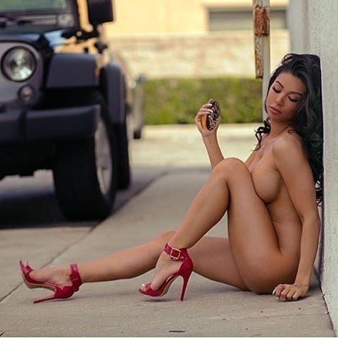 exhibitionist style