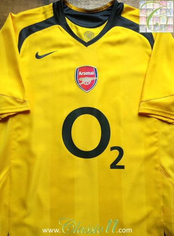 a5068b92300 Relive Arsenal s 2005 2006 season with this vintage Nike away football shirt .