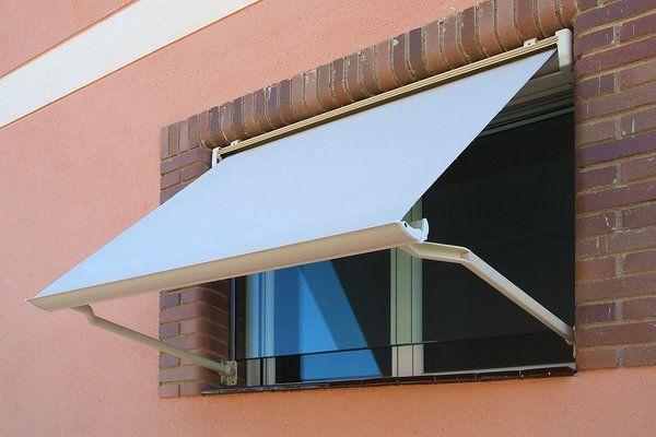 Toldo para ventana puertas ventanas persianas claraboyas for Persianas para claraboyas