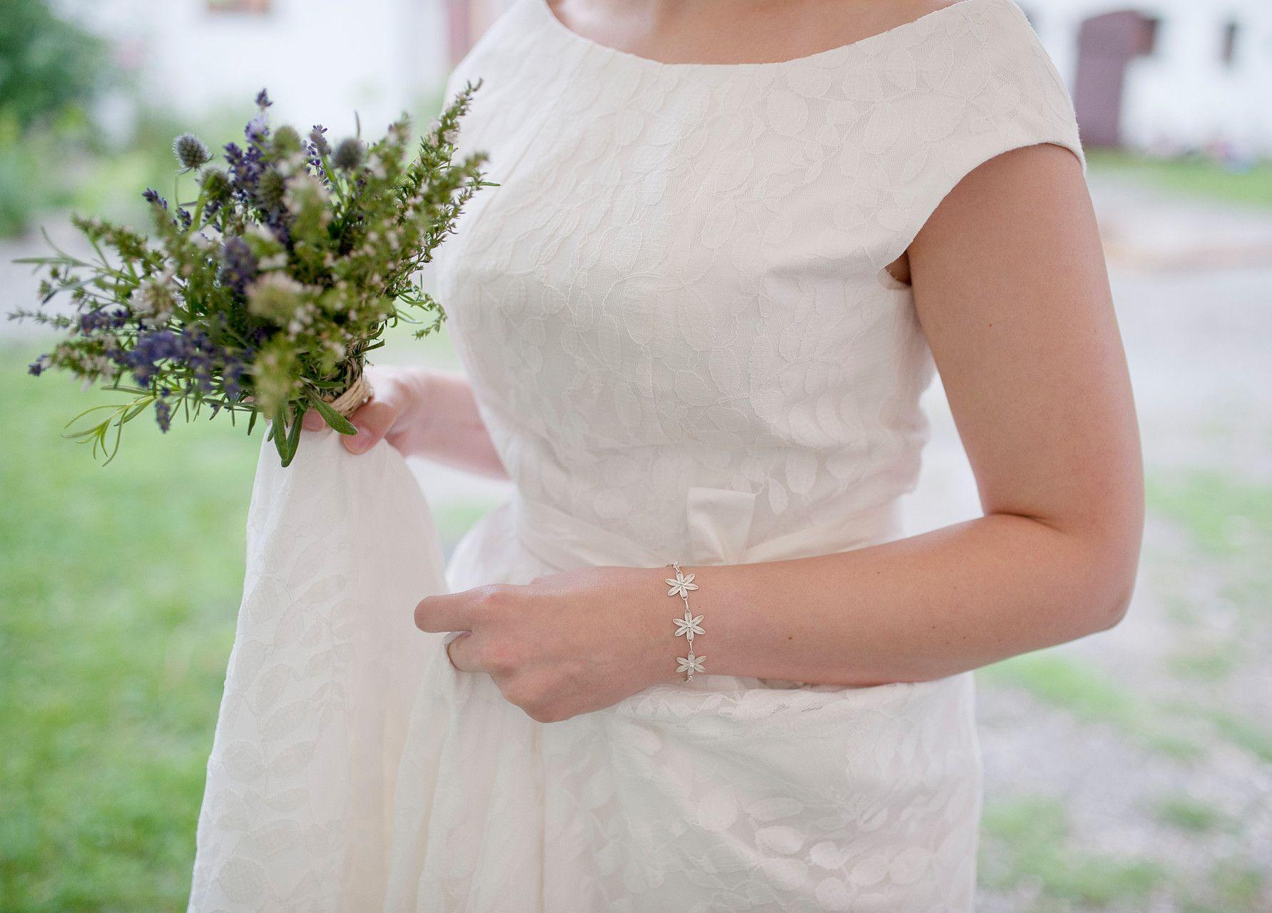 A GREEN WEDDING Foto: Daniela Müller Brautkleid: elementar by Rike ...