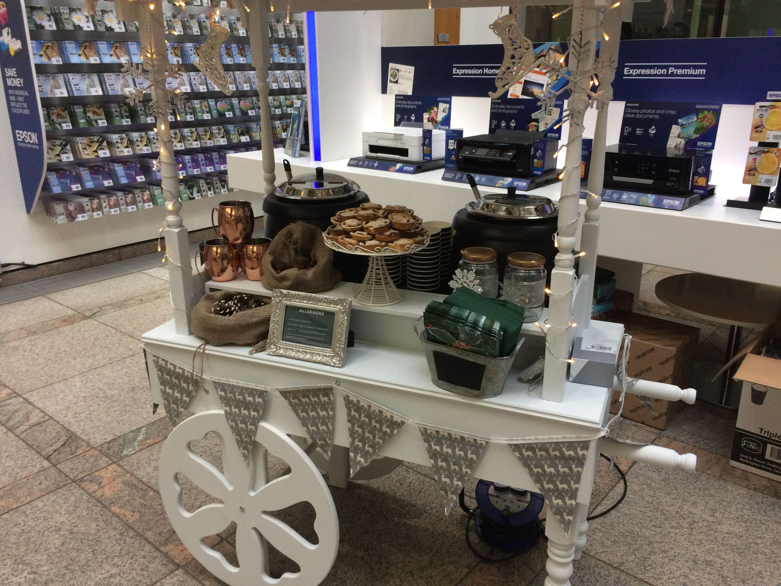 Hot chocolate bar, mulled wine and mince pies from hummingbird parties