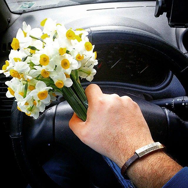 وقتی برایش بهار را به خانه میبرم یک دنیا جوان میشود....