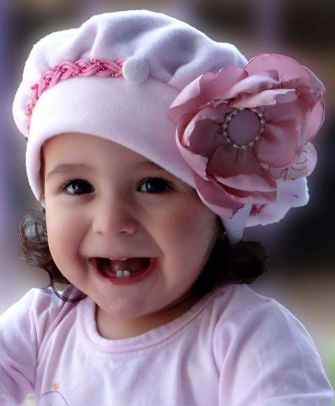 f42dbac6389a1 Linda boina rosa bebê em soft com detalhes em headbands trançados em rosa
