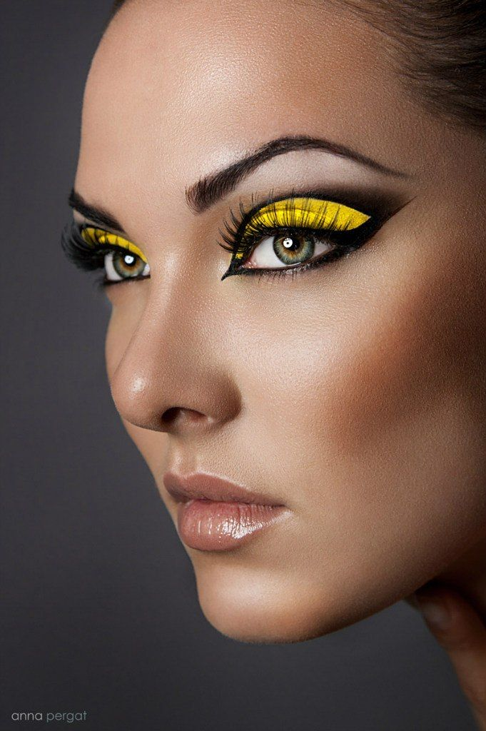 dramatic black and yellow eye makeup make me up yellow