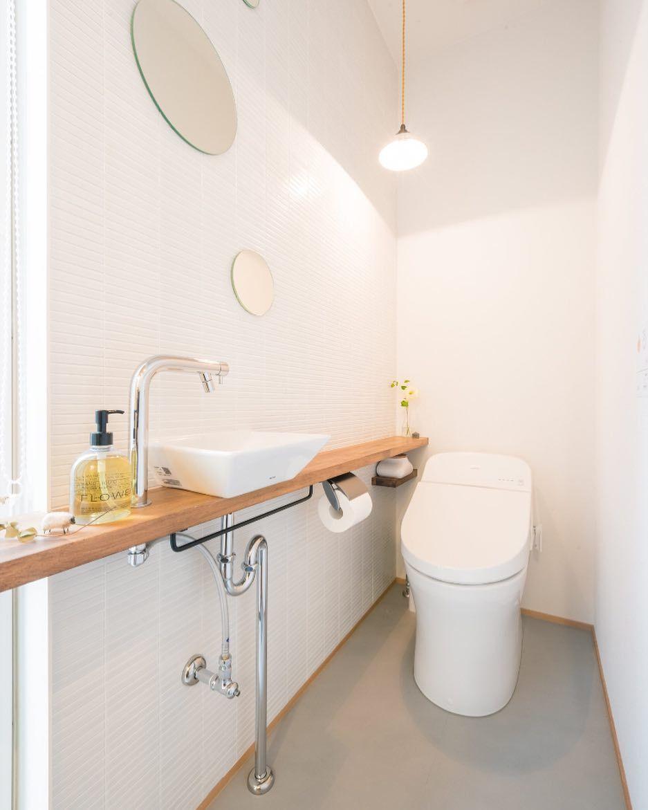 かわいすぎず かわいいトイレ 配管をあえて露出しています これは