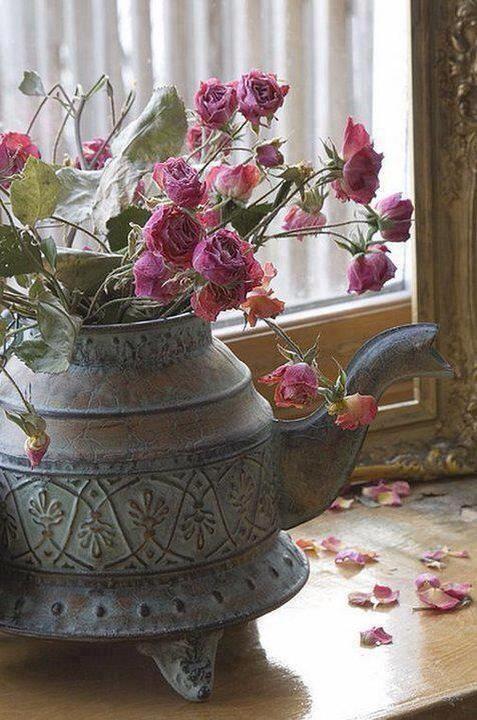 Fallen Petals Source: vestidoslindosatelier