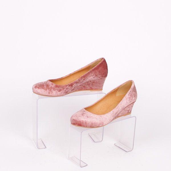 49c3d765588 Дамски обувки с платформа - 4,5 см. в розов цвят - плюшени от вън и ...