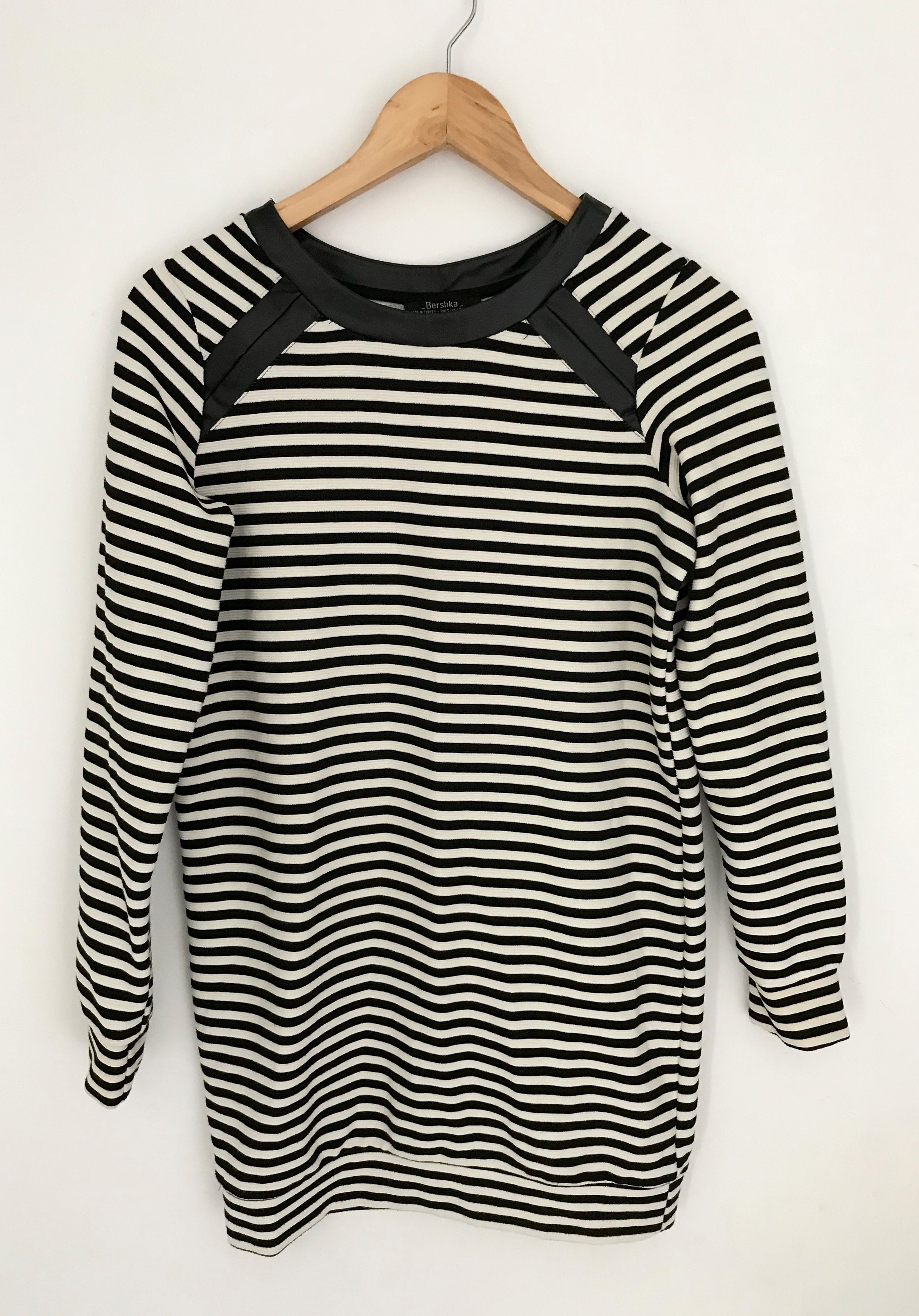 749e22feca2 Robe Bershka Couleur noir et blanc bande effet simili cuir 📏 Taille S - 36  FR