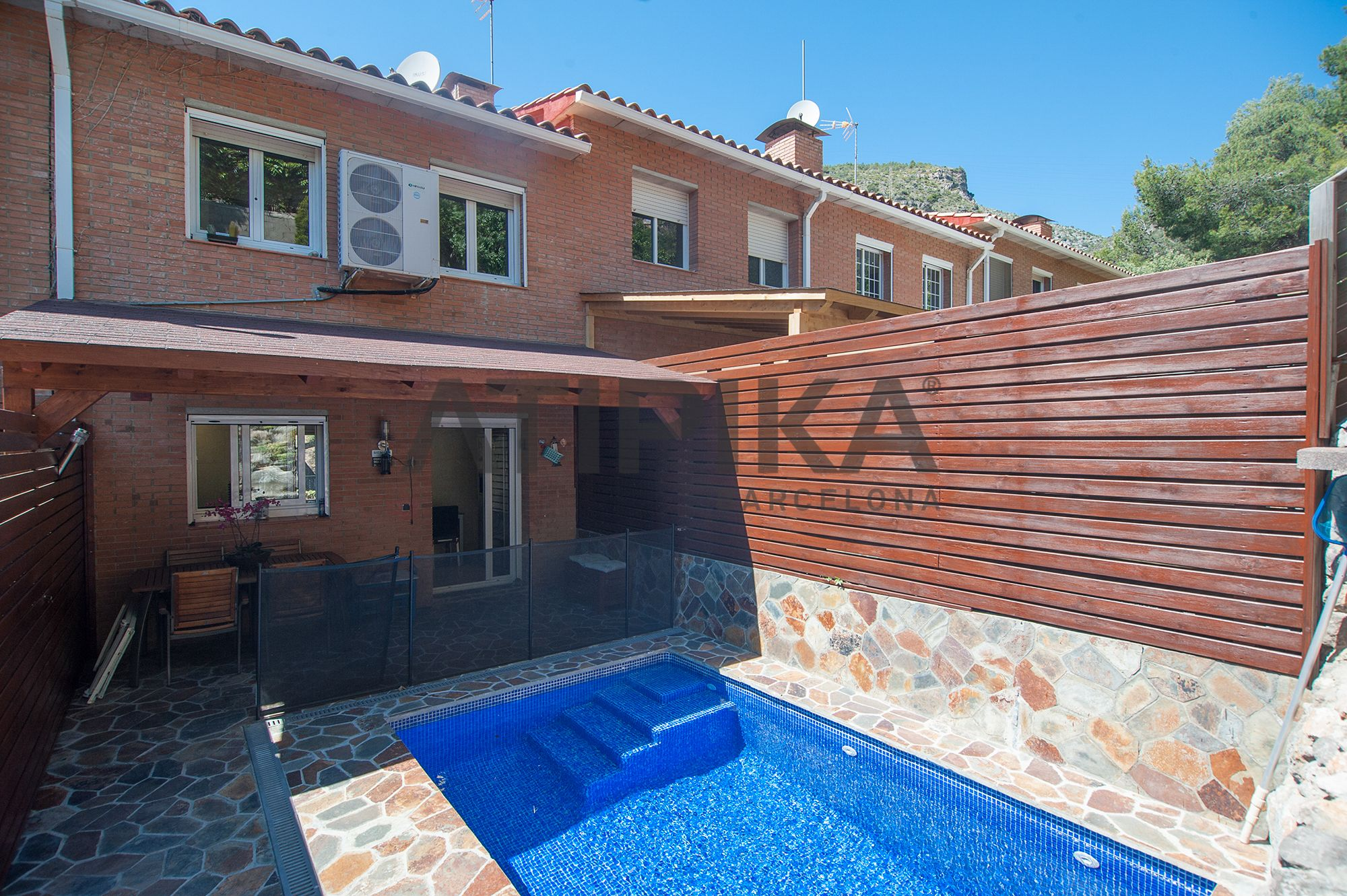 REF. 9561V Semi-detached house with private swiming pool and two terraces of 4m2 each, in Garraf II,Castelldefels for #sale #Castelldefels #BaixLlobregatSud #Barcelona #SeaAtipikaBarcelona #AtipikaBarcelona #AtipikaBcn #RealEstate www.atipika.com