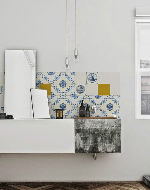 Beautiful detailed old blue Dutch tiles combined with some yellowgolden ones, stunning! Dim. 60 x 300 cm. (incl. special glue). € 125,00 (including 21% VAT)