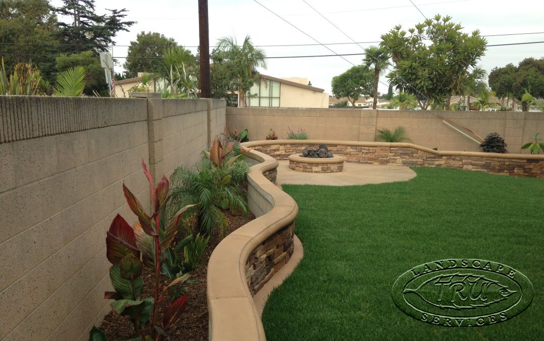 Landscape 2 foot stucco fence google search spanish for Stucco garden wall designs
