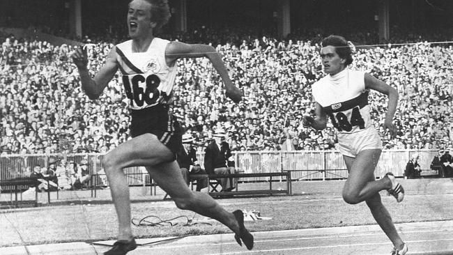 Betty Culbert | 1950s Melbourne: Photos give a revealing insight into everyday life in ...OS guld 400 meter 1968 i Tokyo. 1:a guldet på distansen 400 meter for damer.