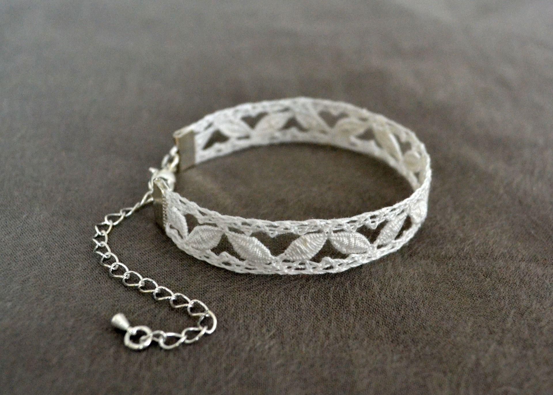 6b42fc8c07 Bracelet à motifs points d'esprit en dentelle au fuseau, blanc ...