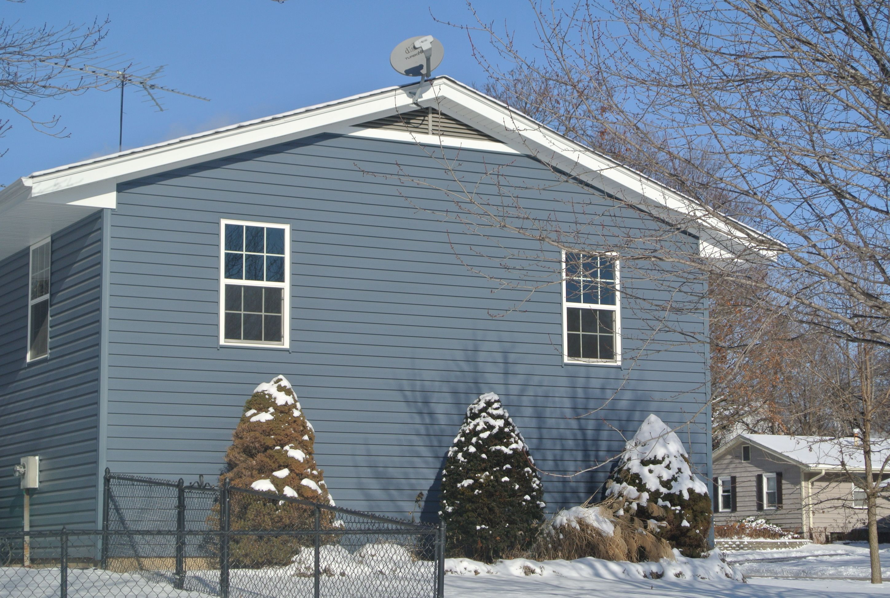 Pacific Blue Vinyl Siding By Certainteed Blue Vinyl Siding Blue Siding Vinyl Siding