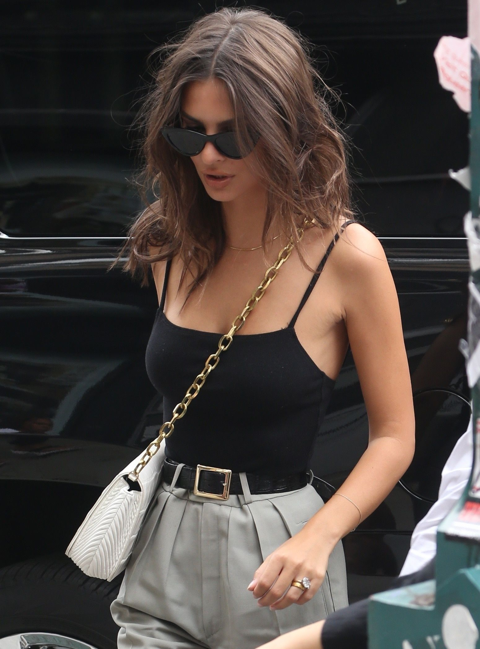 Emily Ratajkowski shows off a messy hair style while out in New York City - Hot Celebrity Photos
