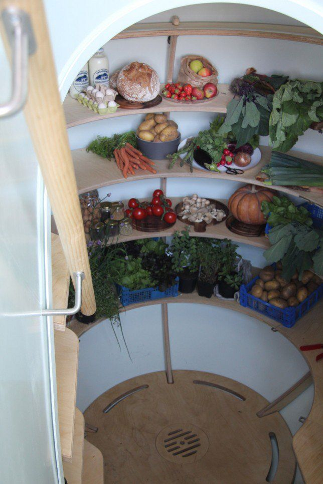 Groundfridge chills food without electricity
