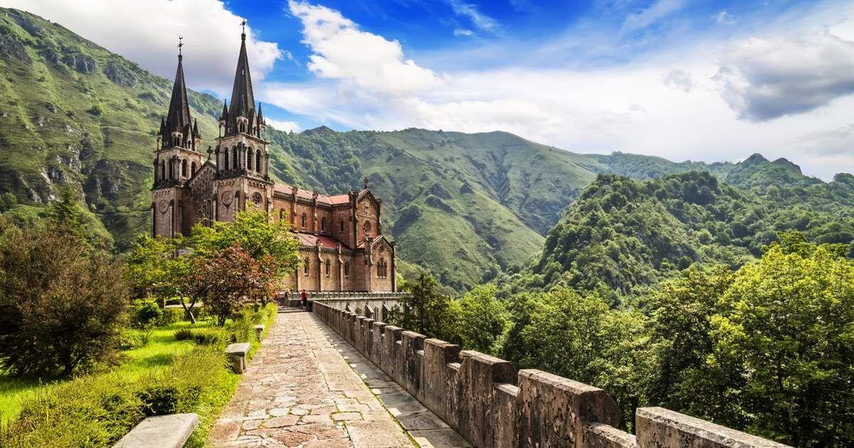 Un Gran Viaje Por Uno De Los Territorios Más Diversos De Nuestro País Montañas Míticas Playas Entre Aca Picos De Europa Lagos De Covadonga Playas De Asturias