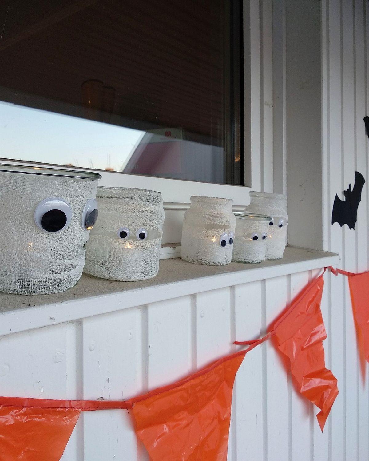 Halloween Deko Einfach Selber Basteln Schnelle Mumienlichter Halloween Deko Basteln Mit Kindern Halloween Deko Halloween Deko Basteln