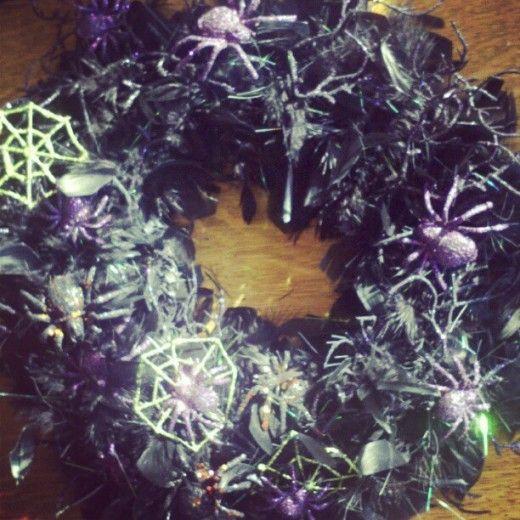 Halloween Decoration DIY Indoor/Outdoor Wreath Outdoor wreaths - halloween decorations indoor ideas
