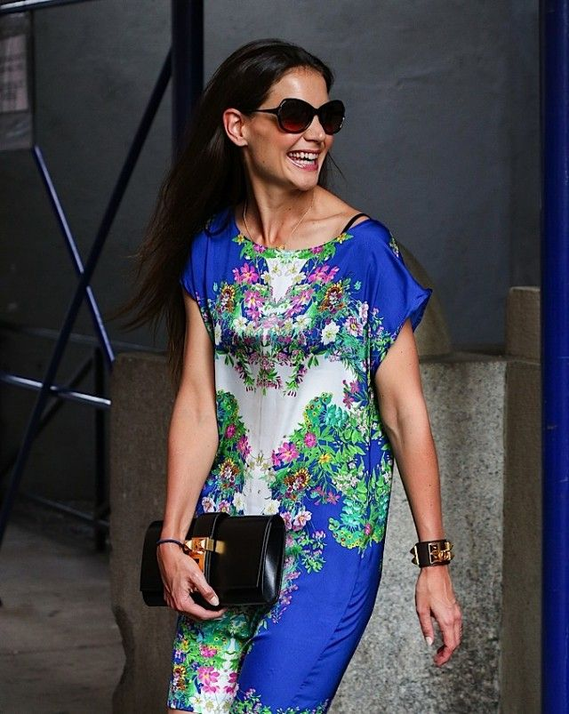 66c7c3c5e8a4 The Many Bags of Katie Holmes