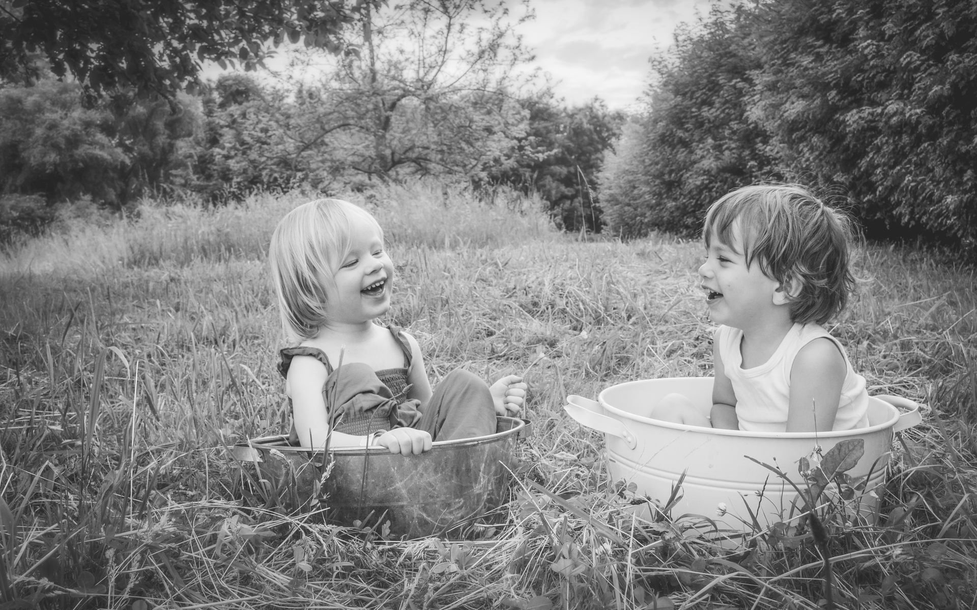 Proverbios 27:9 El perfume y el incienso alegran el corazón, y el dulce consejo de un amigo es mejor que la confianza propia.