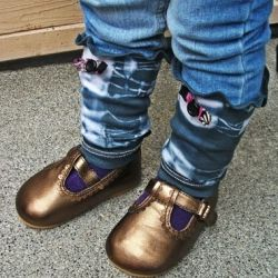 Create these beautious boho baby leg warmers in mere seconds with an item your tot has outgrown...