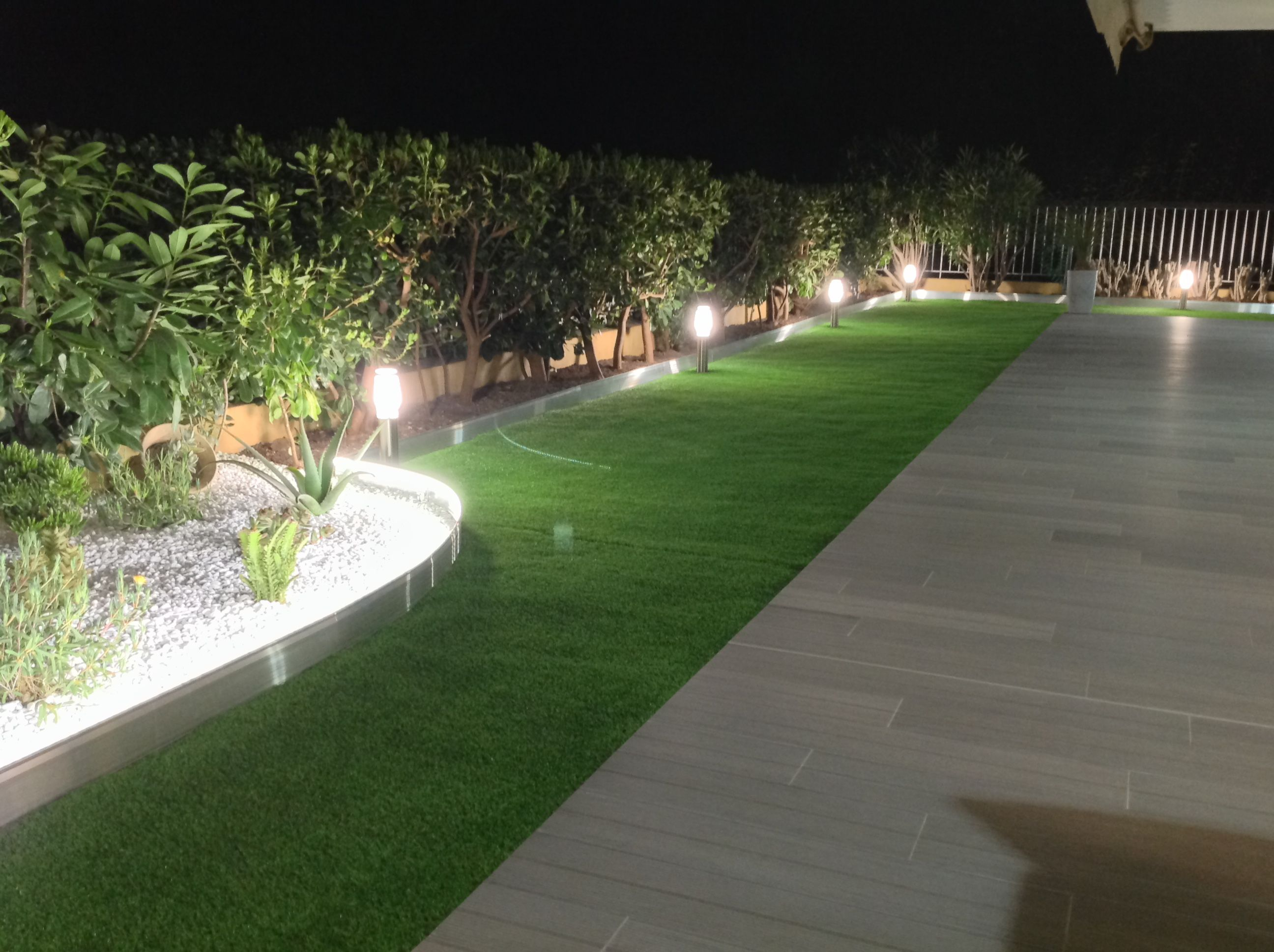 jardin design avec clairage int gr dans les bordures jardin apanages bordure bordures ga. Black Bedroom Furniture Sets. Home Design Ideas