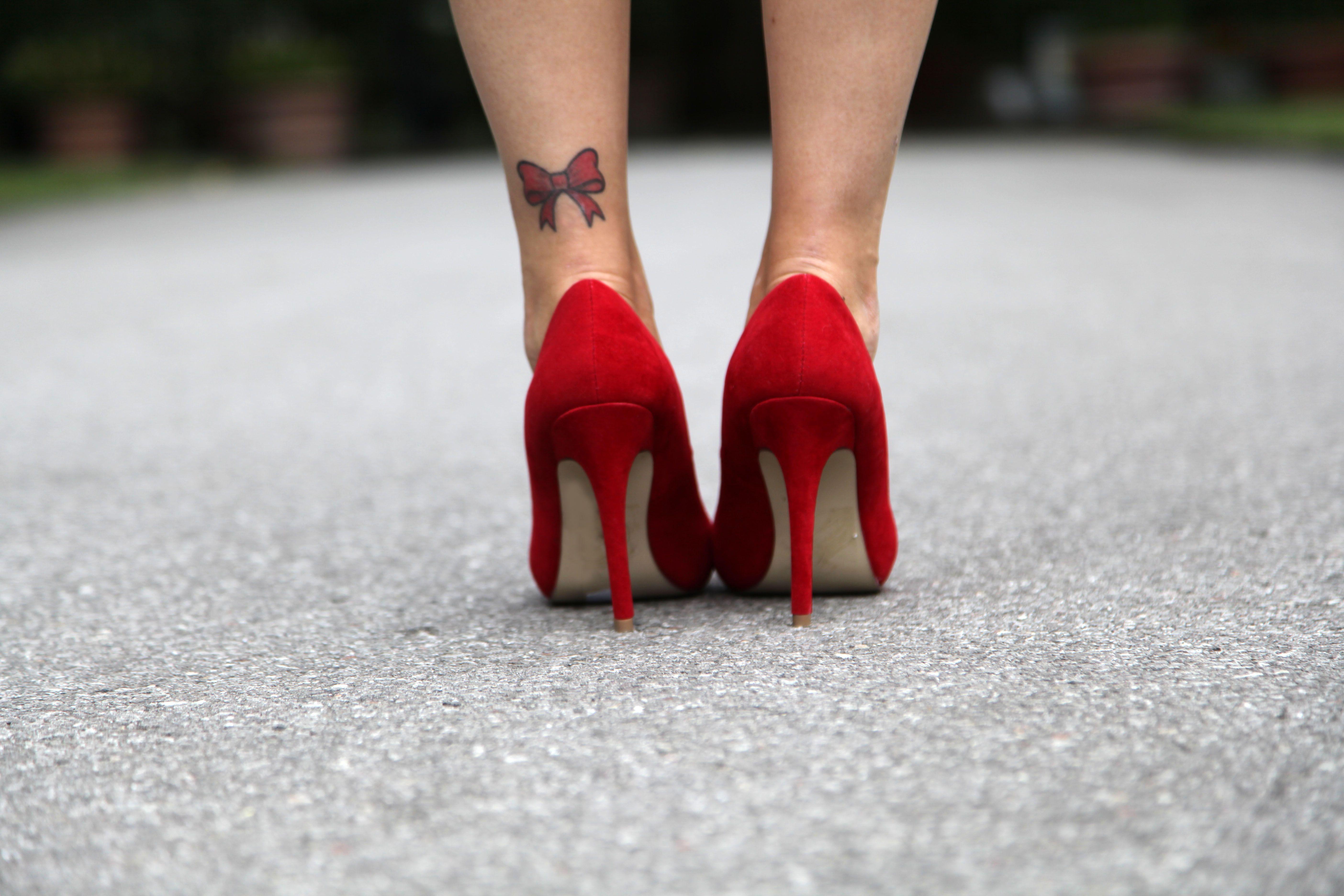 Bow Tattoo At Ankle My 4th Tattoo Tatuaggi Con Fiocco Tatuaggi Piercing