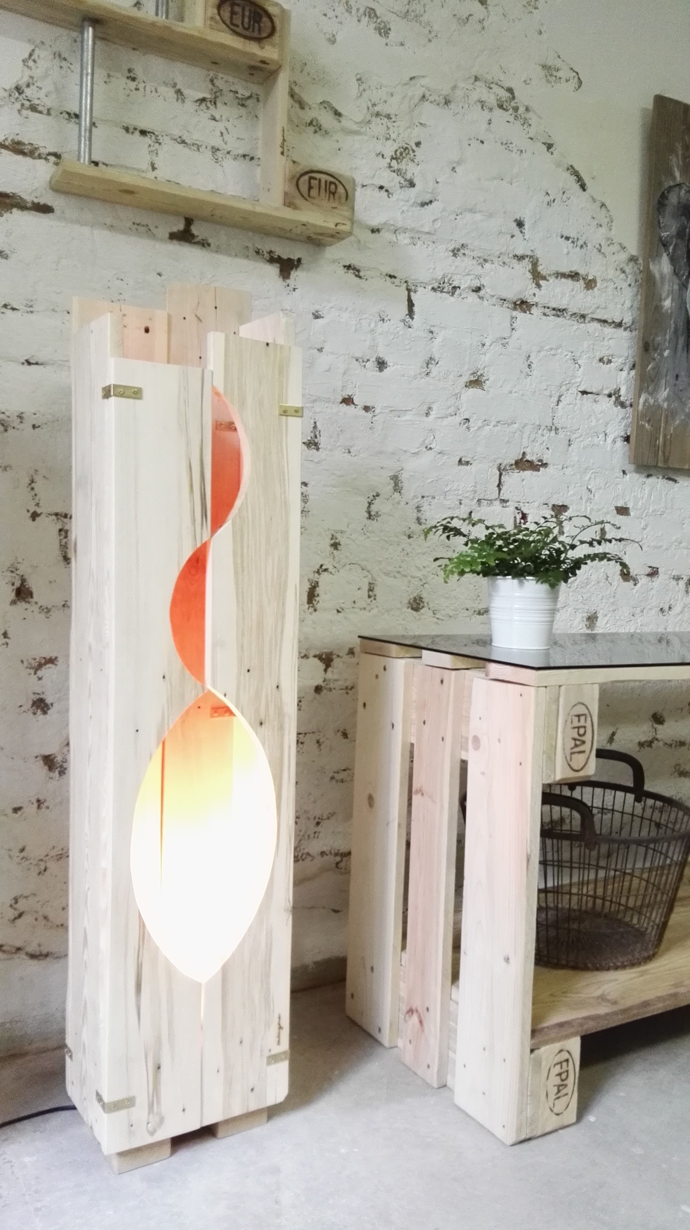paletten lampe flamme palettenm bel pinterest palettenm bel. Black Bedroom Furniture Sets. Home Design Ideas