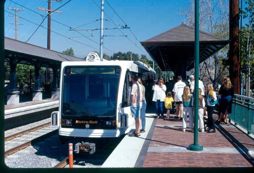 Gold Line Car At South Pasadena Sta Pasadena South Pasadena Metro Rail
