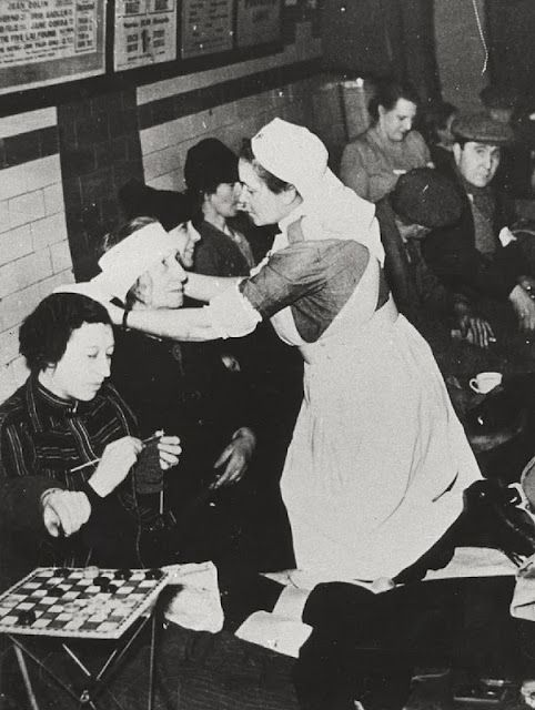 Nurses during the blitz