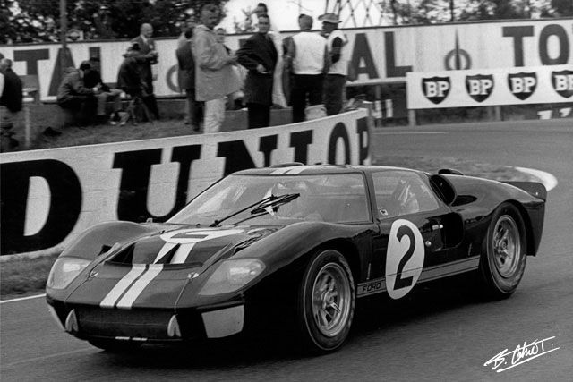 1966 Le Mans Bruce Mclaren And Chris Amon Were Declared The Winners In The Controversial Finish Bruce Mclaren Ford Gt40