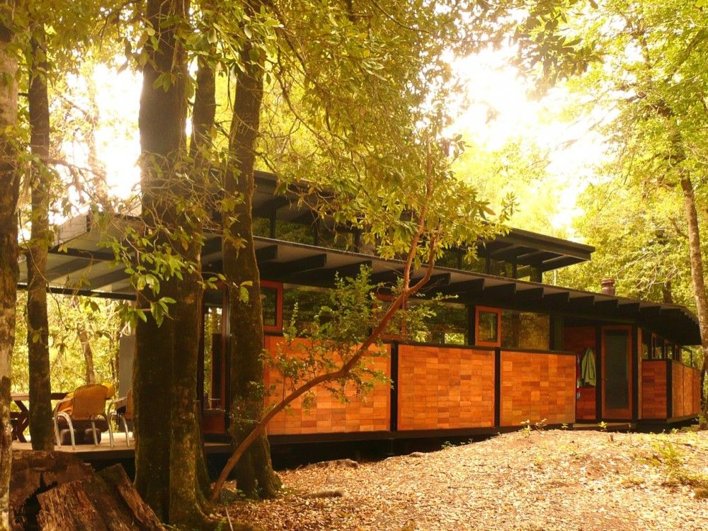 Exterior, front. Recycled Materials Cottage, by Juan Luis Martínez Nahuel. Panguipulli, Chile. #exterior