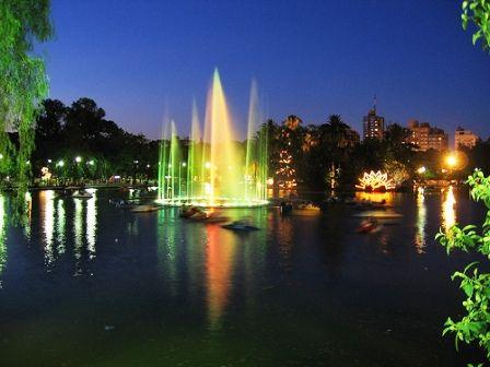 Parque Independencia - de noche - Rosario - Santa Fe