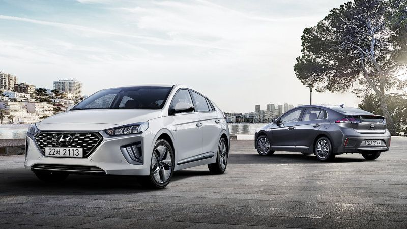 2020 Hyundai Ioniq Refreshed With Nicer Interior Hyundai Hybrid Hyundai Subcompact Suv