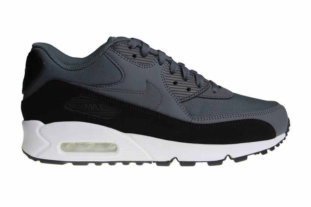 new style e9970 8baa9 Nike Air Max 90 Essential sportschoenen voor heren. Uitgebracht in de  kleuren grijs met zwart en wit. Sneakerpaleis is uw Nike Air Max 90  specialist!