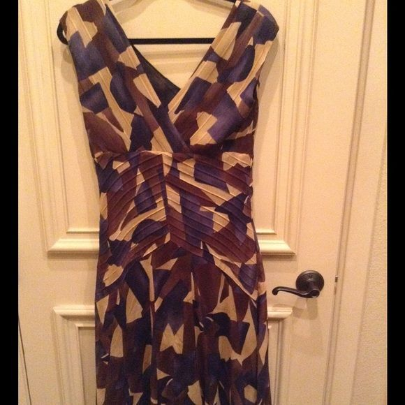 Jones New York 100% SILK multi print dress size 6 Jones New York 100% SILK multi print dress size 6. These beautiful colors, beige, dark brown and blue are simply gorgeous.  Add a black jacket, black clutch and black shoes and you are all set. Jones New York Dresses Midi