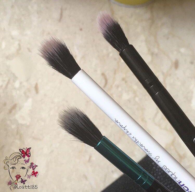 اول فرشة من طقم الف ونفس الشي ماتتوفر الا بالطقم حلوة لو عندك شدو غامق وحبيتي توزعينه بشكل خفيف او لدمج كونتور الانف باقي الفر Powder Brush Beauty Brush