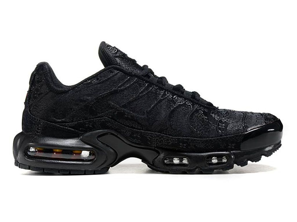 BASKETS NIKE AIR Max Plus TN Tuned Triple Black Running 604133 050
