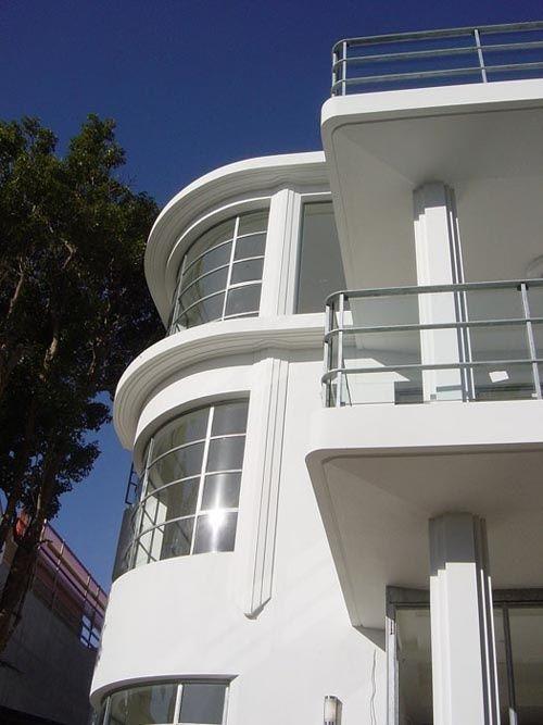 Art deco streamline modern landscape design streamline for Modern art deco homes