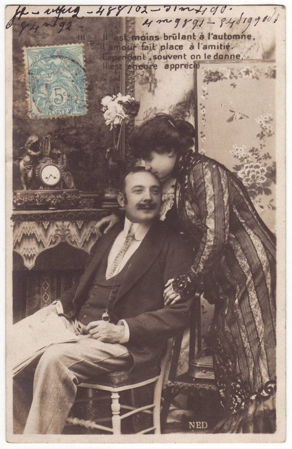 French postcard - Romantic kissing couple - Victorian lovers - Antique edwardian postcard - 1904 (A438)