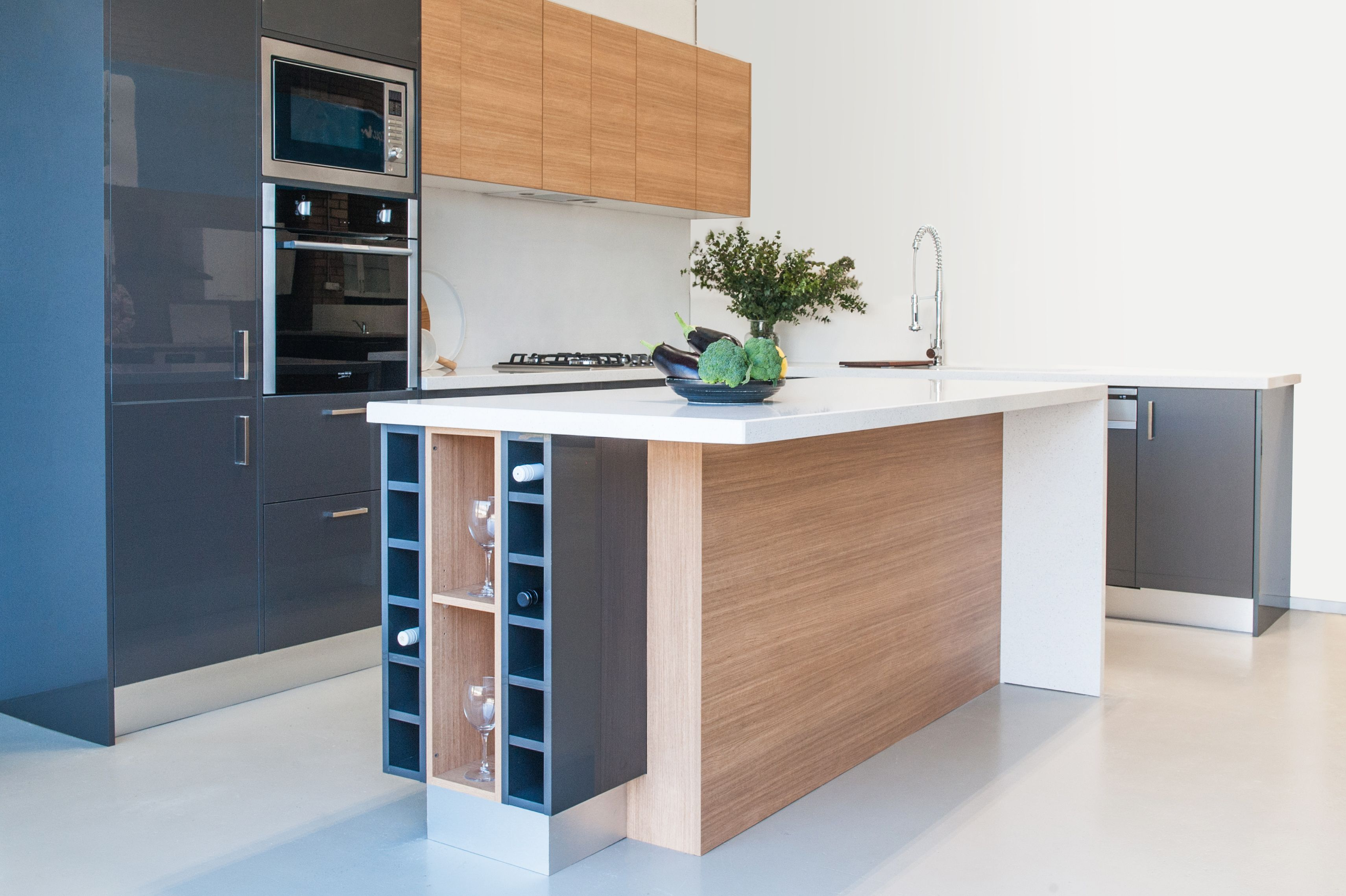 Love this combo grey with timber High gloss kitchen