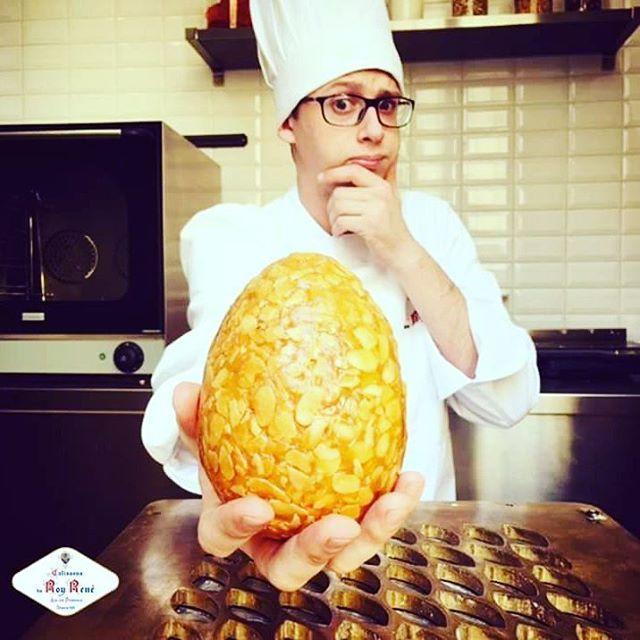 [PÂQUES] Qui du confisur ou de la poule ? #confiseur #Pâques #Pâques2016 #gourmandise #yummy #nougatine #Easter #confiserie #oeuf #pastry #InstaFood #Chef #chocolateeggs #sweets #Pâtisserie