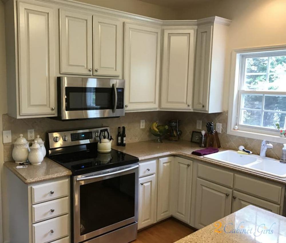 30 Cabinet Colors That Will Rejuvenate Your Kitchen Rugh Design Kitchen Design Kitchen Cabinet Design White Bathroom Decor