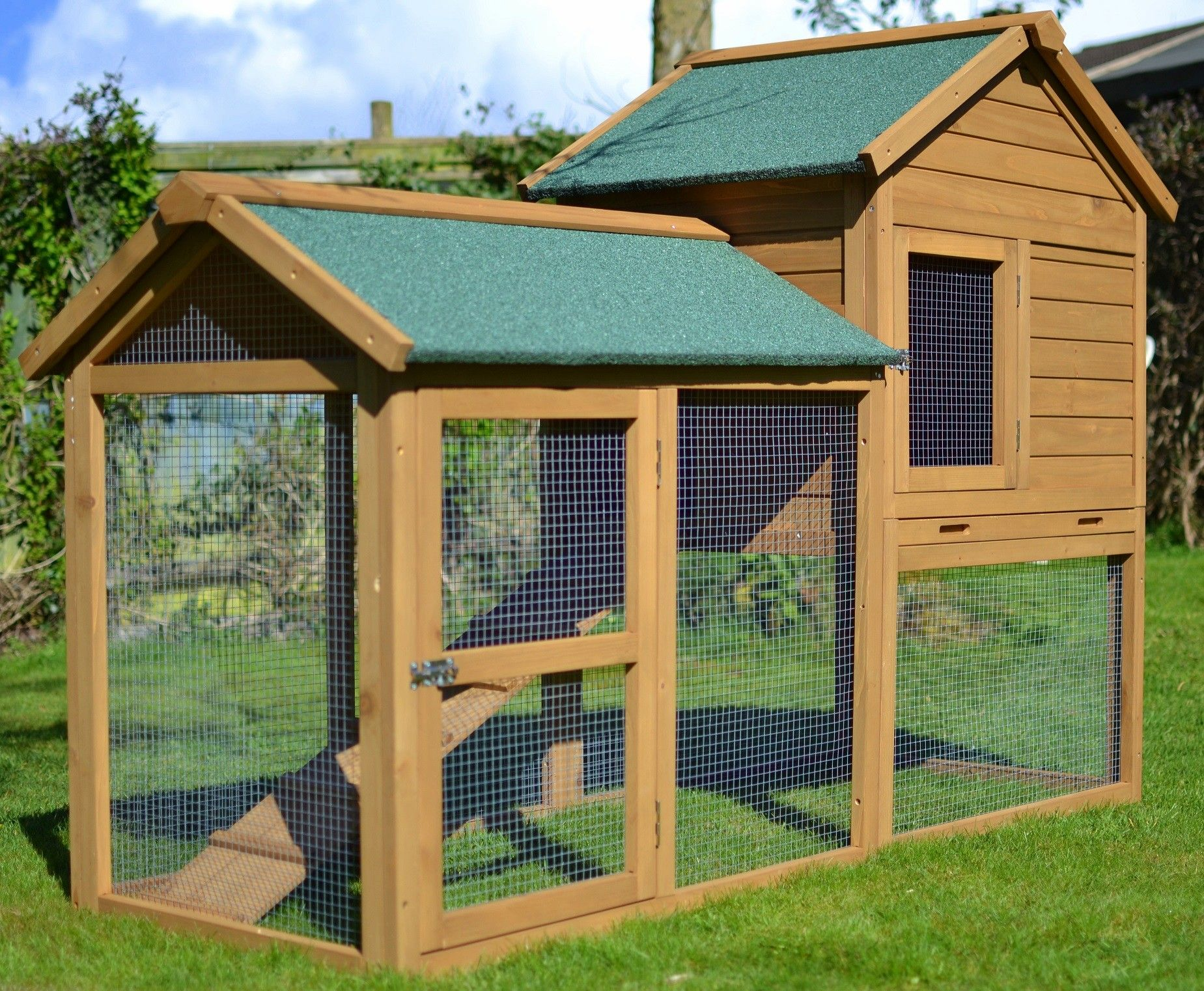 The manor 6ft extra large rabbit hutch outdoor rabbit for Outdoor bunny hutch