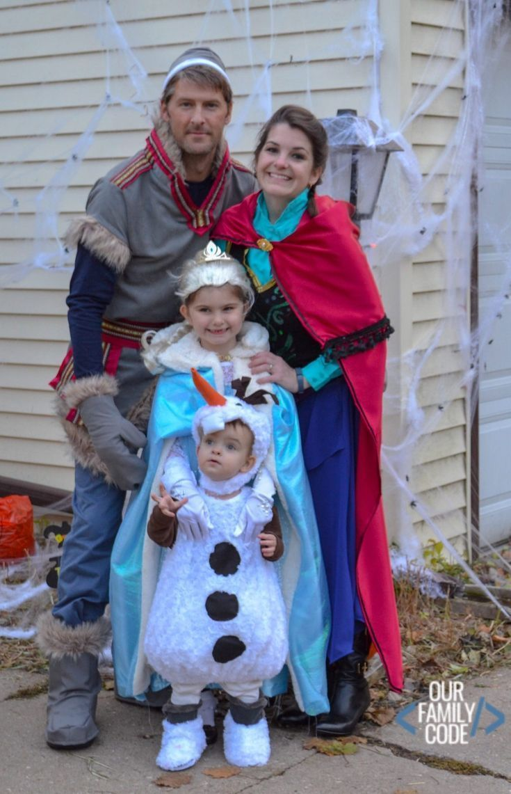 DIY Frozen Costumes for the Whole Family for Halloween