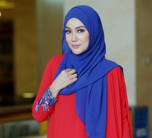 Erra Fazira Wajib Sedondon Dengan Engku Aleesya Model Pakaian Wanita Artis