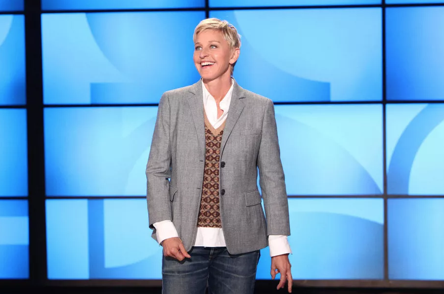 Everything You Need To Know About The Ellen Degeneres Scandal Why Celebrities Want To Stay In Her Good Graces A Ellen Degeneres Show Ellen Degeneres Degeneres